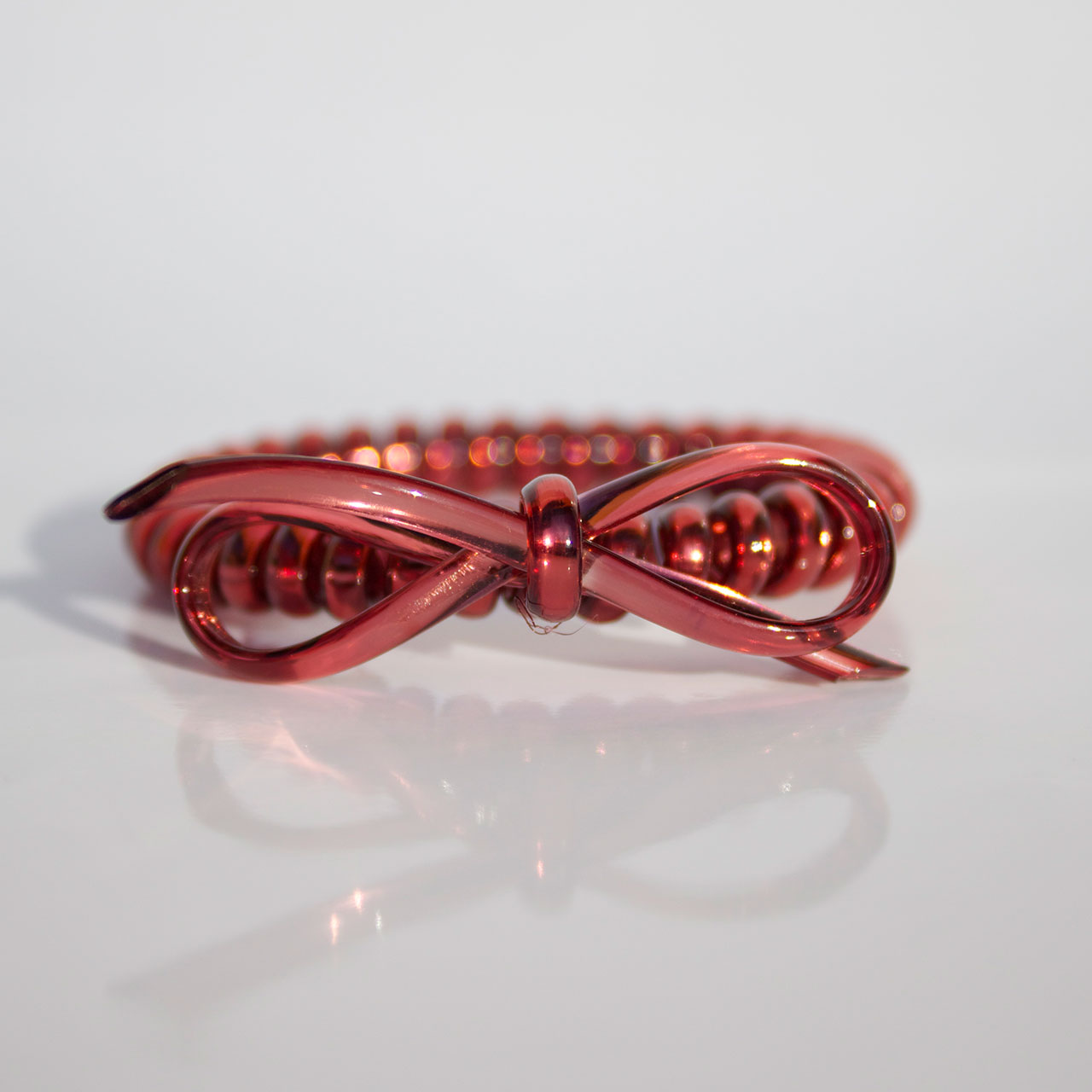 Bordová gumička do vlasov s mašličkou Hairfix - Metallic Bow Wine