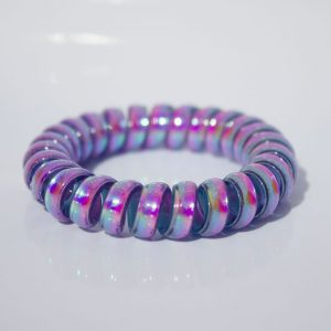 Modro-fialová gumička do vlasov Hairfix - Metallic Rainbow Blueberry